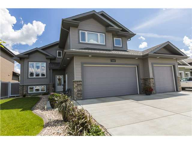 Great Family Home Fully Finished Bi Level With Over 3200 Sqft Of Living Space In Prestigious